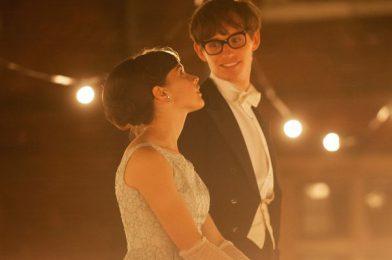 บทวิจารณ์ 'The Theory of Everything': เรื่องราวความรักที่นำแสดงโดย Stephen Hawking